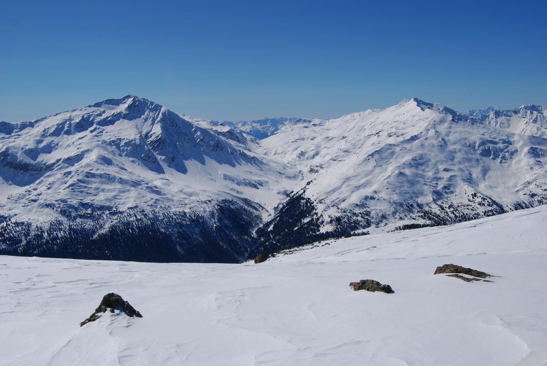 Il Monte Sobretta 3296 m a sx e il Monte Vallecetta 3156 m a dx della Valle Sobretta.