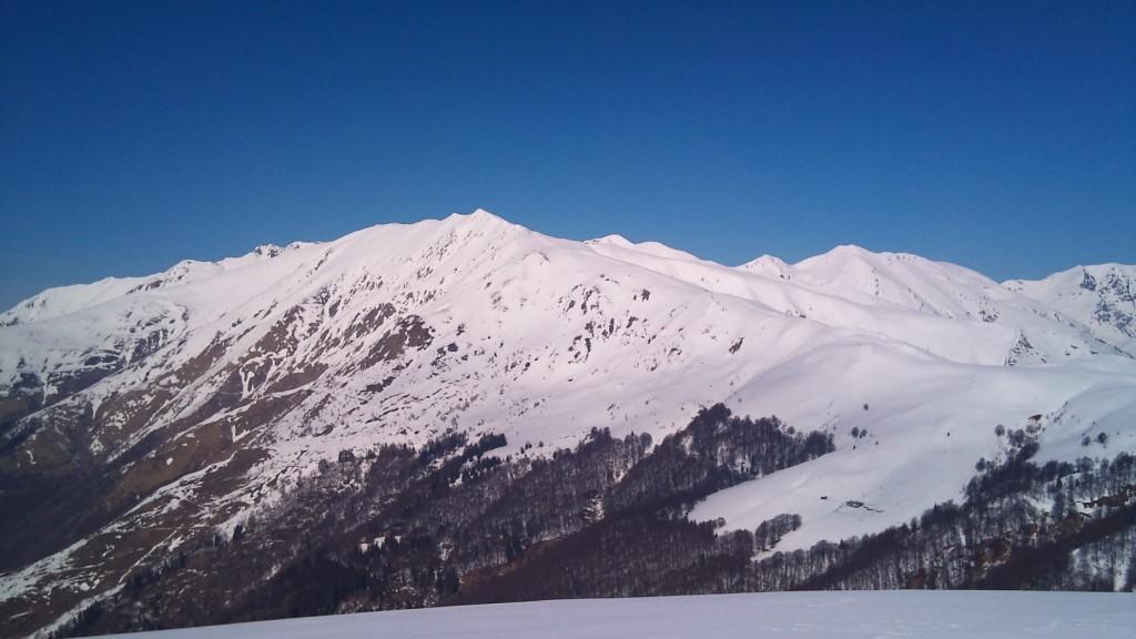 dal Monte Cucco, sguardo alla Garzirola