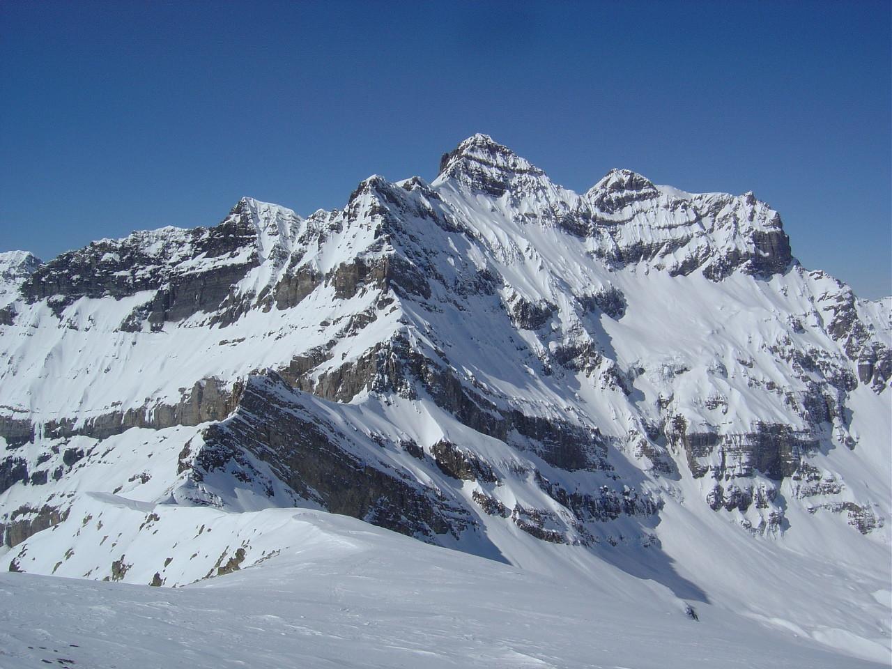 Vue de la Tour Sallière et son versant dominant le glacier Noir, tentant. Vue du sommet du Luisin.