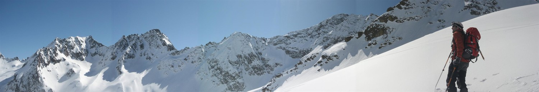 Sous le Pas du Brocan, le versant italien vers la Cime de l'Agnel.