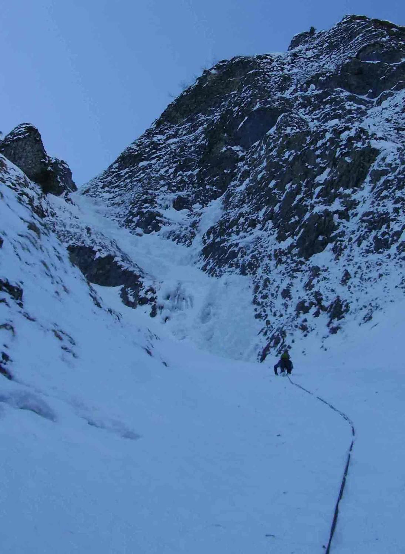 couloir-en-neige-avant-les-ressauts-en-glace