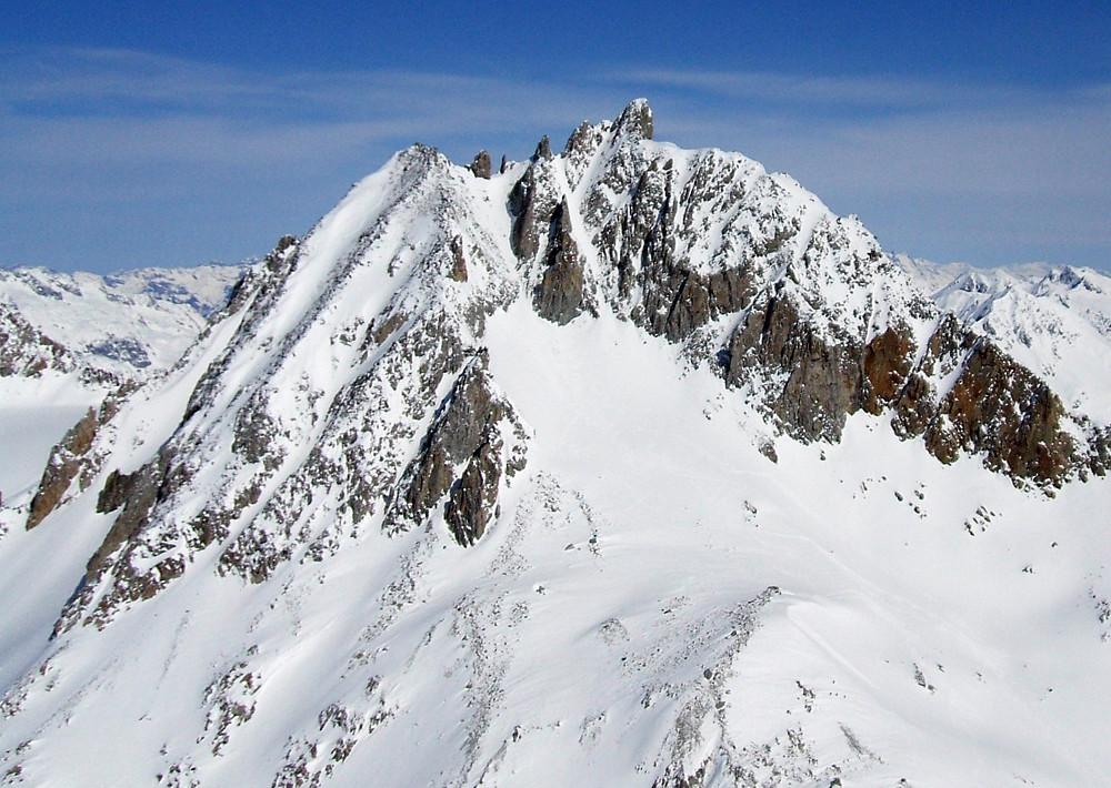 il versante SW del Pizzo Rotondo, visto dal Chüebodenhorn