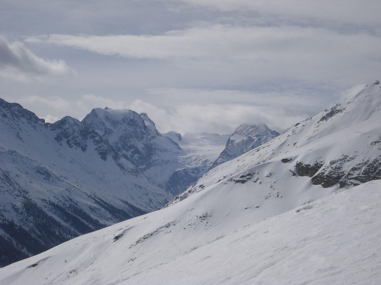 Au fond du cirque d'Arolla, le Mont Collon (3637m)