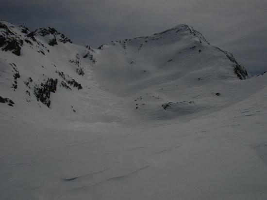 le sommet depuis le lac (pas de l'Enchastraye à gauche du sommet)