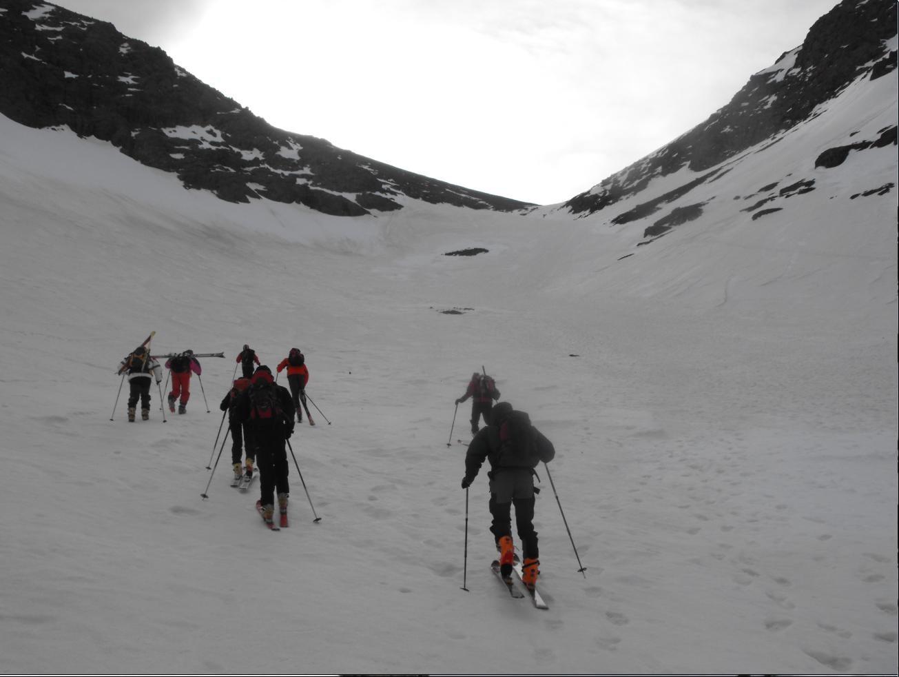 Départ à skis après le 1er ressaut au-dessus du refuge