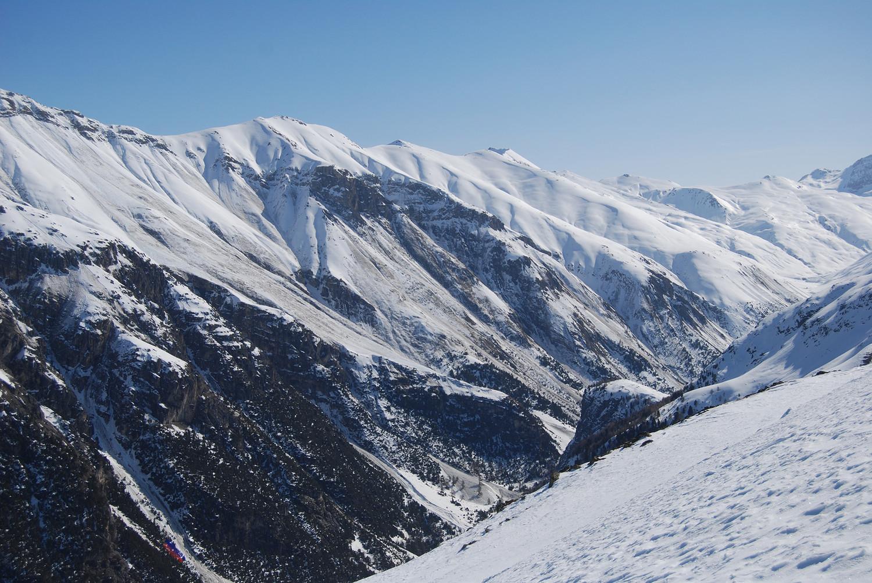 Valanghe di fondo sul versante SSW del Piz Mezzaun  2963 m dal Munt Müsella 2630 m.