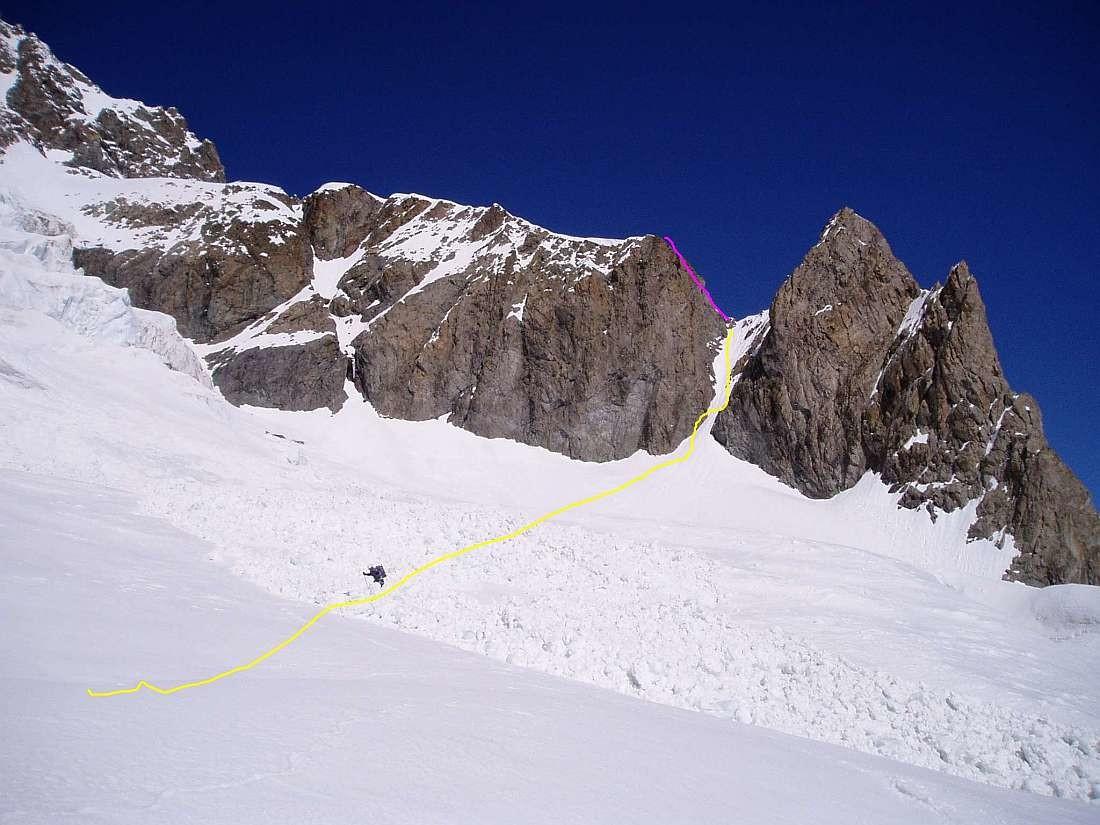 Traversée Pelvoux 2004 : Traversée du bas du Glaciers des violettes, en fushia le rappel, en jaune tout à ski (c raide)