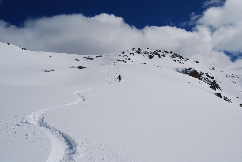 Le prime curve sotto la cima del Corno delle Ruzze 2808 m.