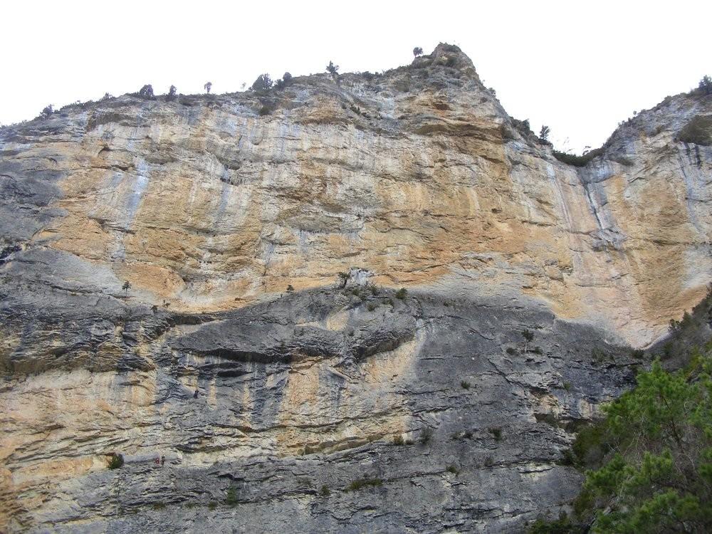 Le haut de la falaise de Pipeline (Gorges des Gâts)