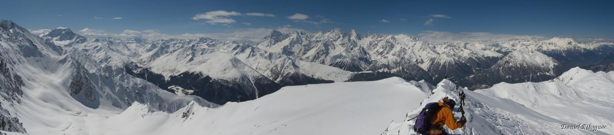 Vue en direction du massif du Mont-Blanc