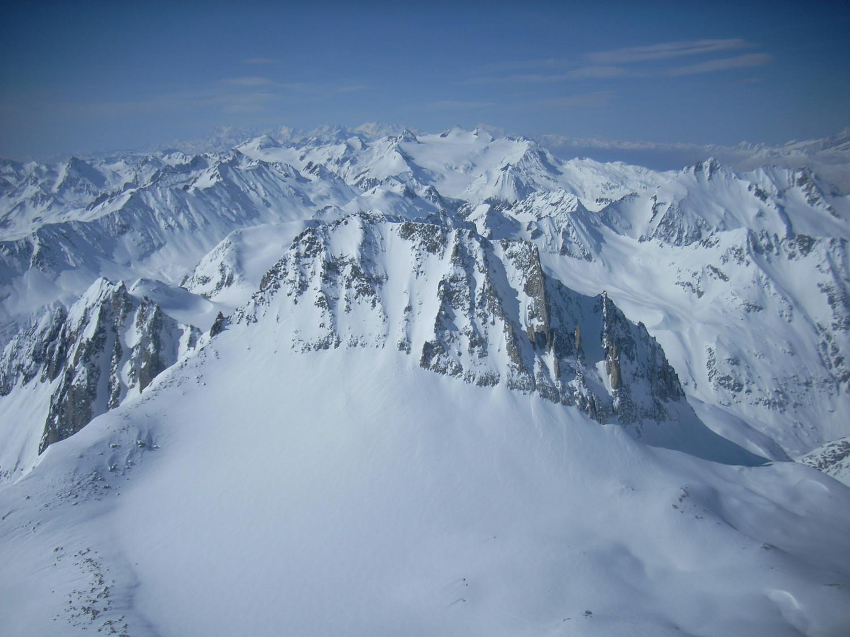Parete NE del Chuebodenhorn vista dalla vetta