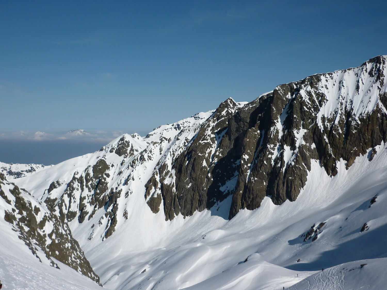 Le couloir de montée à la Pointe Favre vu depuis le Col des Crochues