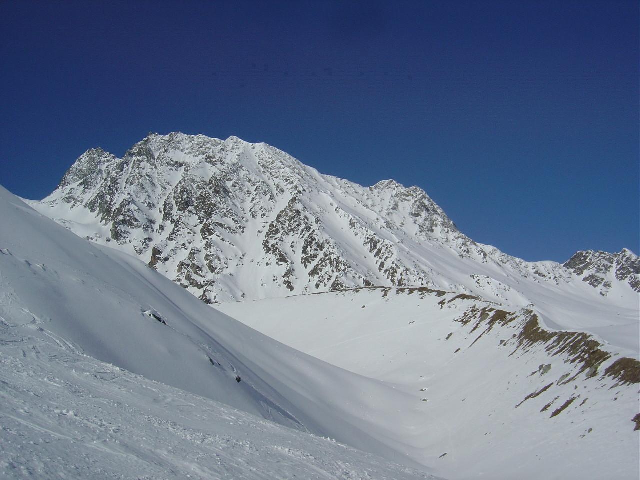 Les Pointes de Tséna Réfien au fond, le glacier de Tsidjore Nouve au départ d'Arolla.