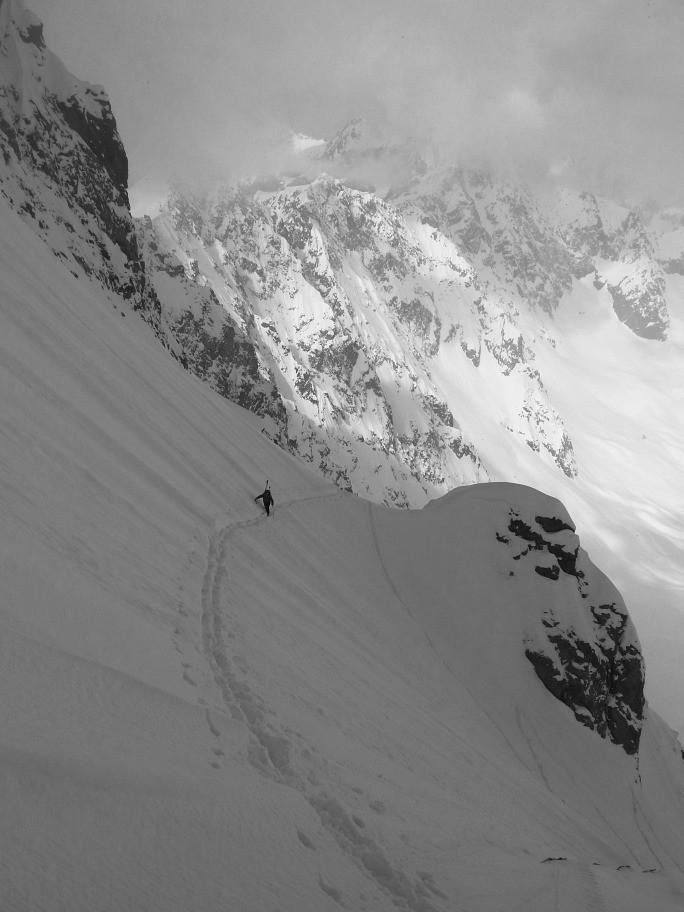 Une piétonne prise en flagrant délit sur une trace de ski :-)