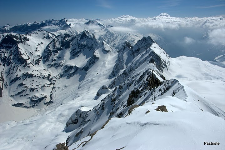 Du sommet du Grand Astazou, vue sur la crête allant à Tuquerouye