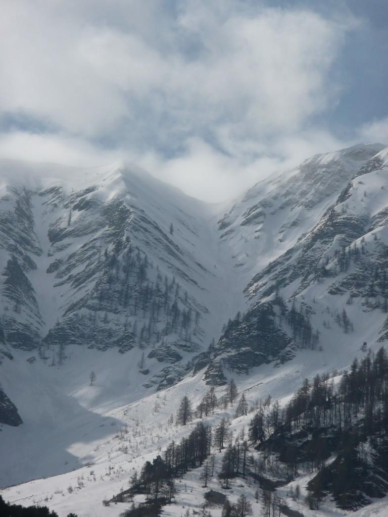 Cheval Blanc, couloir Nord vu du Bas.