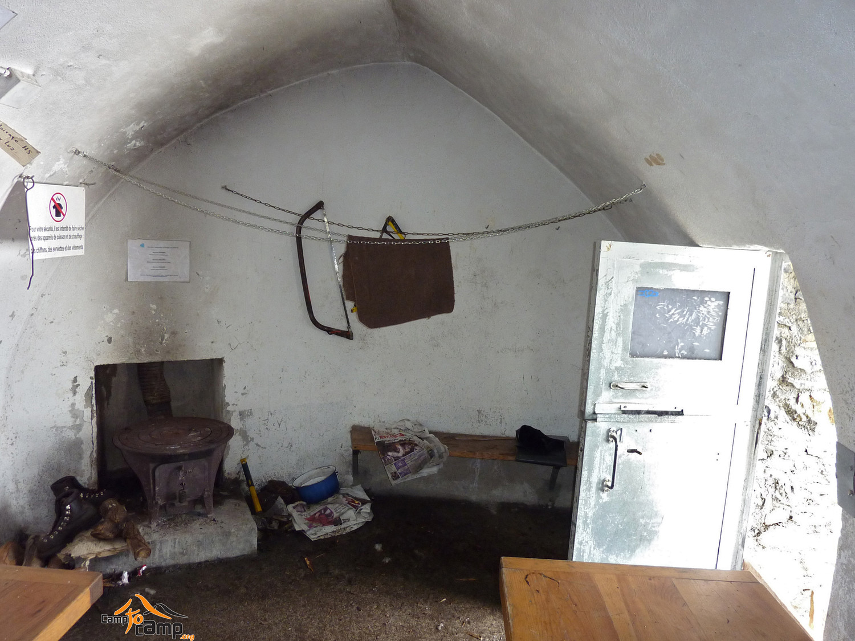 Refuge de Tuquerouye - Pièce commune avec le poèle