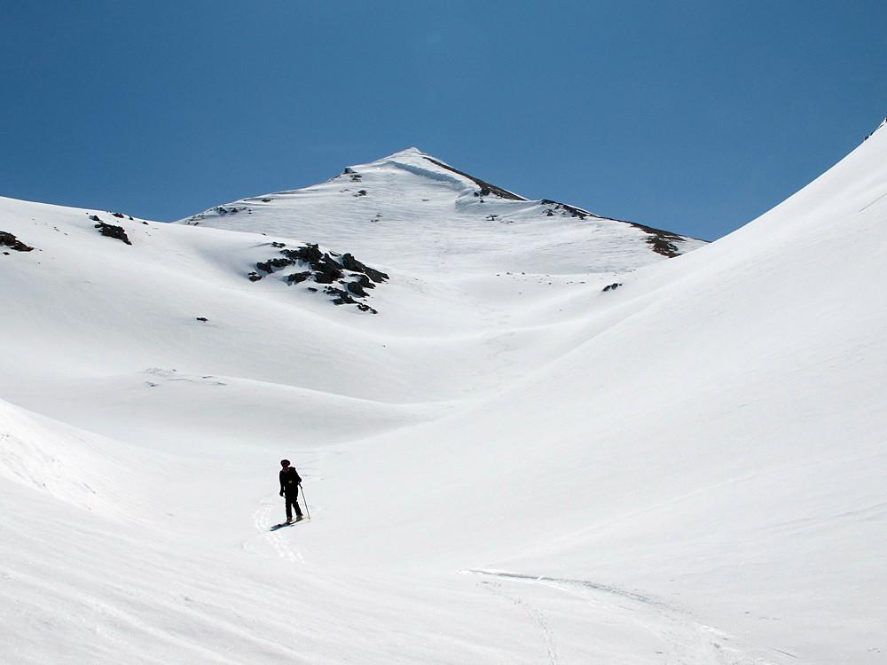 il ripido versante NW della quota 2912 m