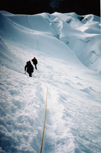Imja 6189 m, sous le passage clé, neige-glace raide, 150 m