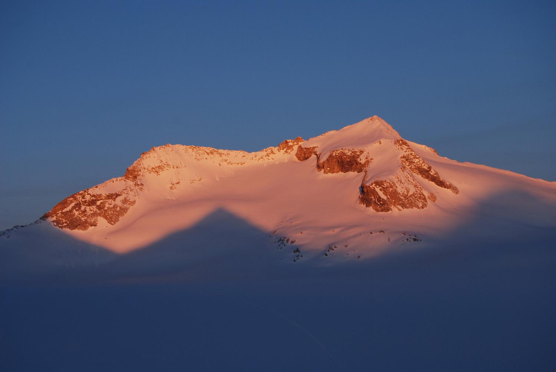 Primo sole sul Corno Bianco 3434 m dal Pian di Neve.