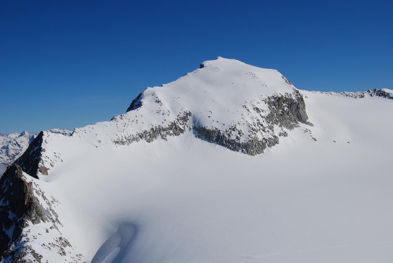 Il versante meridionale del Monte Adamello 3554 m, visto dal Corno Miller 3373 m.