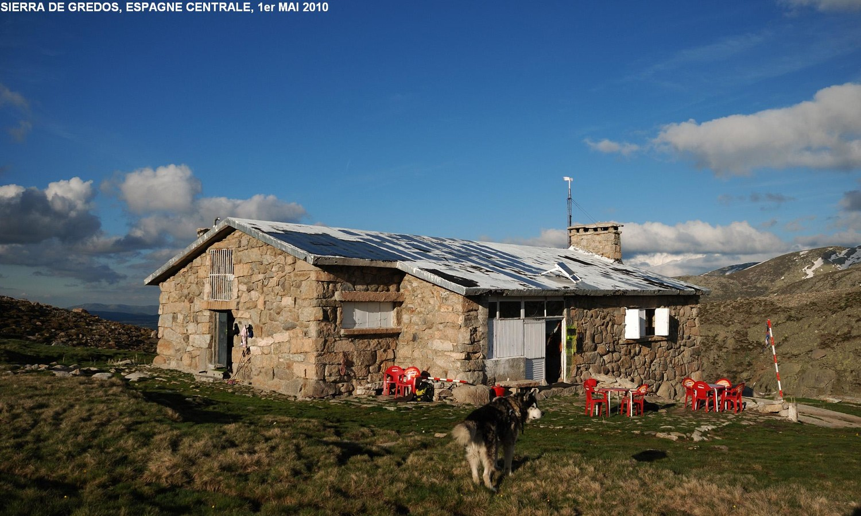Refugio de Reguero Llano...et son husky (Circo de Gredos, Espagne centrale)