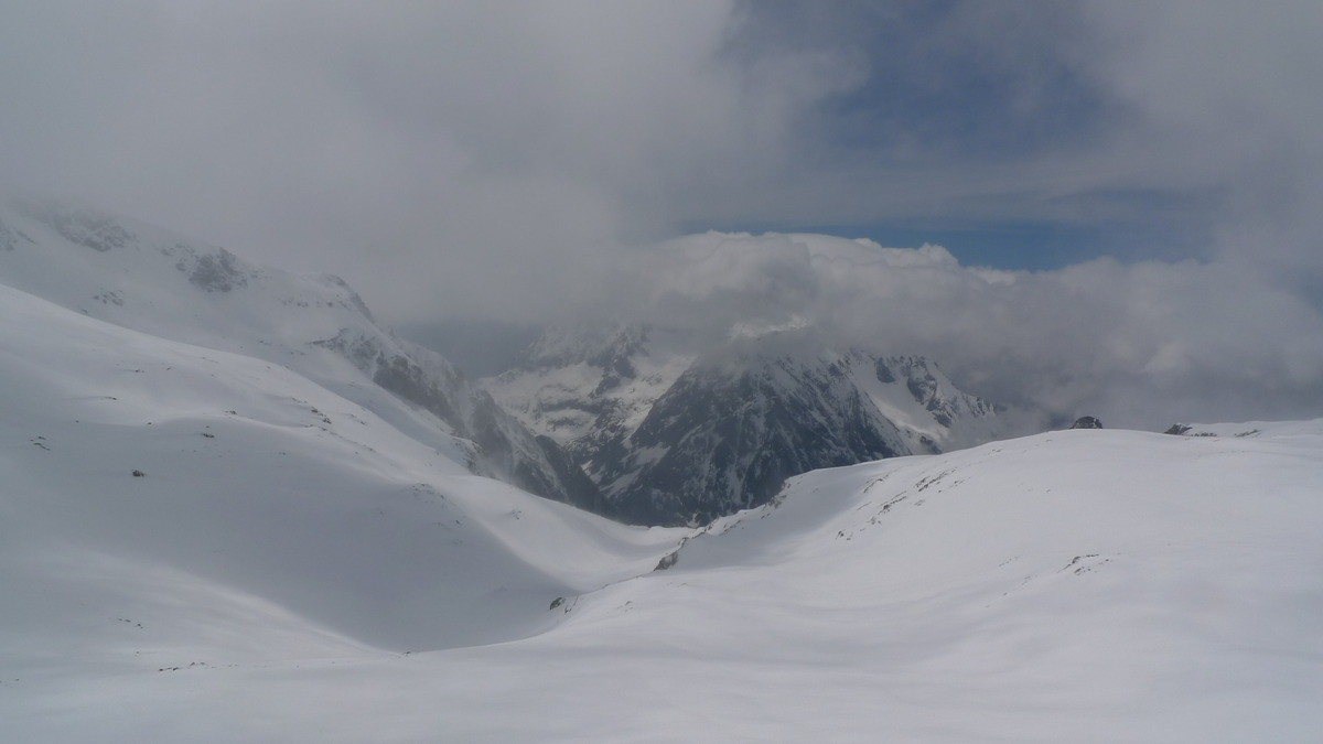 Combe des Ramays et Grand Armet sous son chapeau de nuage (3s de vue !)