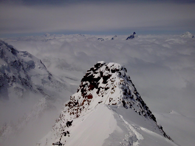 Descente de l'arête au dessus des nuages