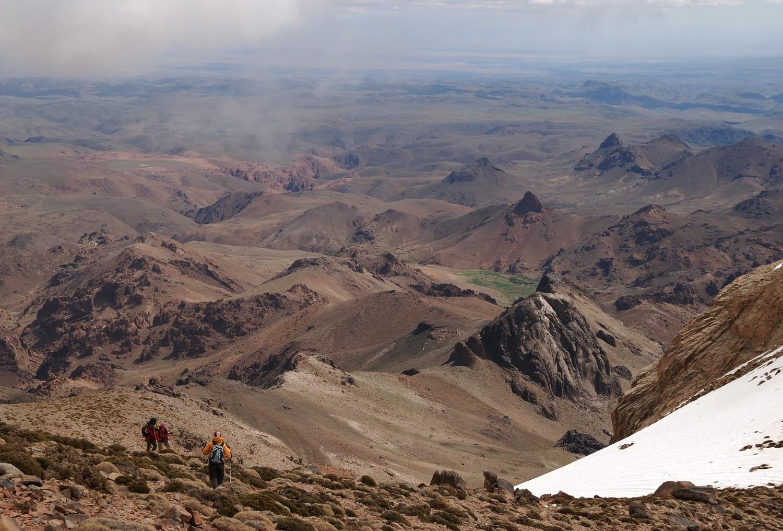 Descente du Djebel Sirouah sur les Bergeries d'Iriri