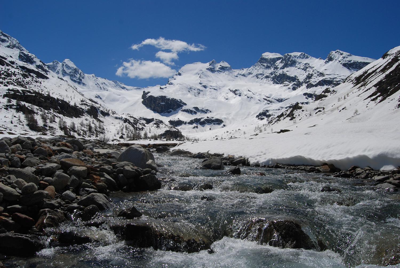 Presso l'Alpe Dosdè 2129 m verso la Cima di Lago Spalmo.