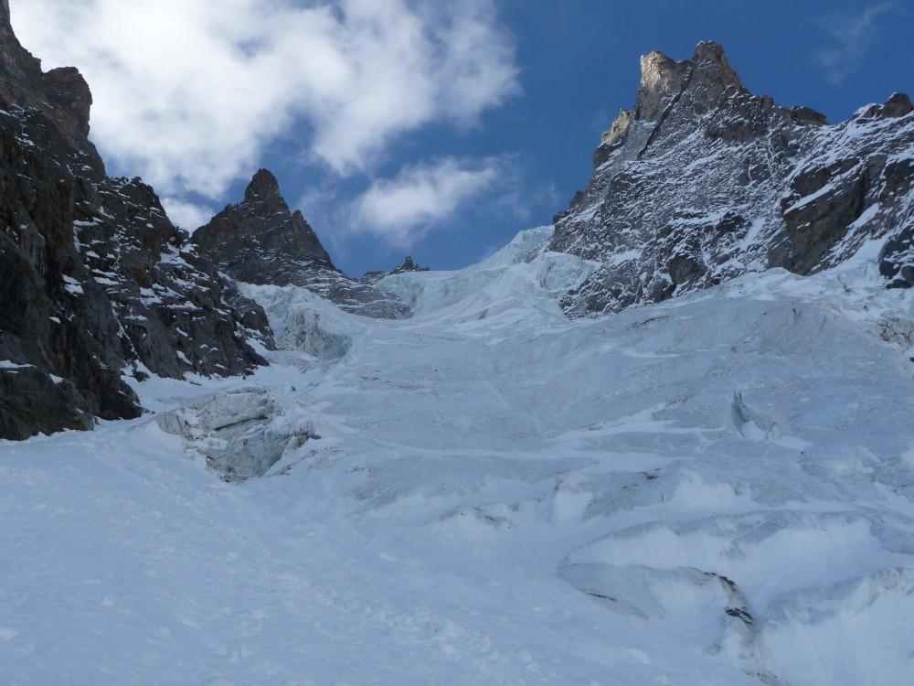 Arrivée dans les premières longueurs en glace