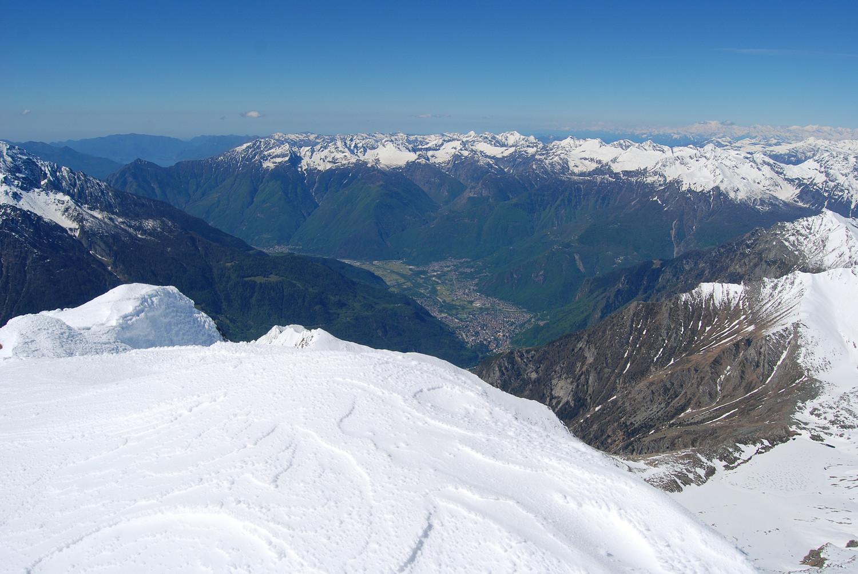 Dal Pizzo Galleggione 3107 m vista su Chiavenna 343 m.