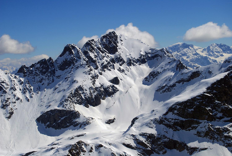 Il versante WSW della Cima Piazzi 3439 m, vista dal Sasso di Conca 3150 m.
