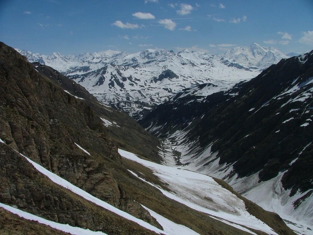 le Berrio Blanc : mais il y a encore assez de neige pour skier jusqu'en bas du vallons des Chavannes vers 1850 m - encore plus de 600 m-