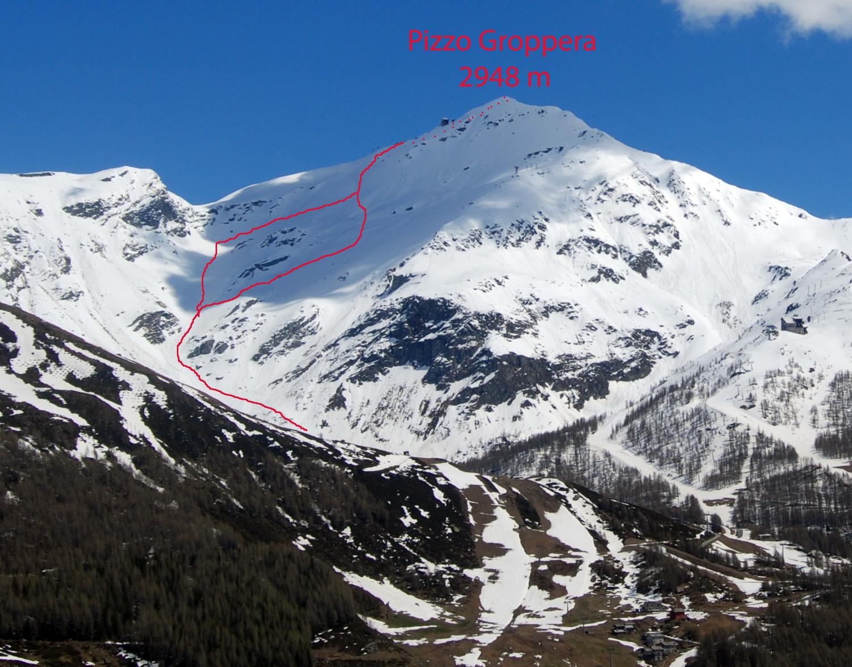 Il Pizzo Groppera 2948 m visto dagli Andossi con i 2 tracciati possibili di salita.