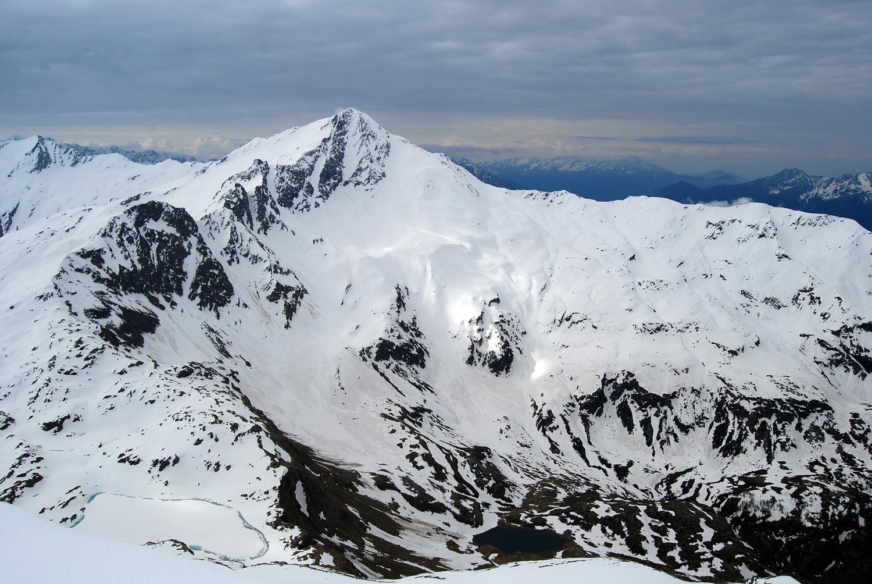 Il versante NW del Pizzo Stella 3163 m dal Pizzo Groppera 2948 m.