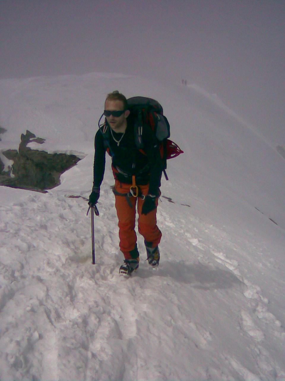 Guillaume à l'arrivée, good man ! 2000 m de dénivellé, neige molle sous les 3000