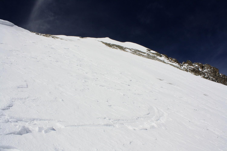 La première pente descendue - neige dure