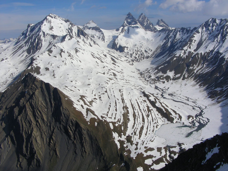 Le vallon du Maurian, le lac du Goléon et les Aiguilles d'Arves