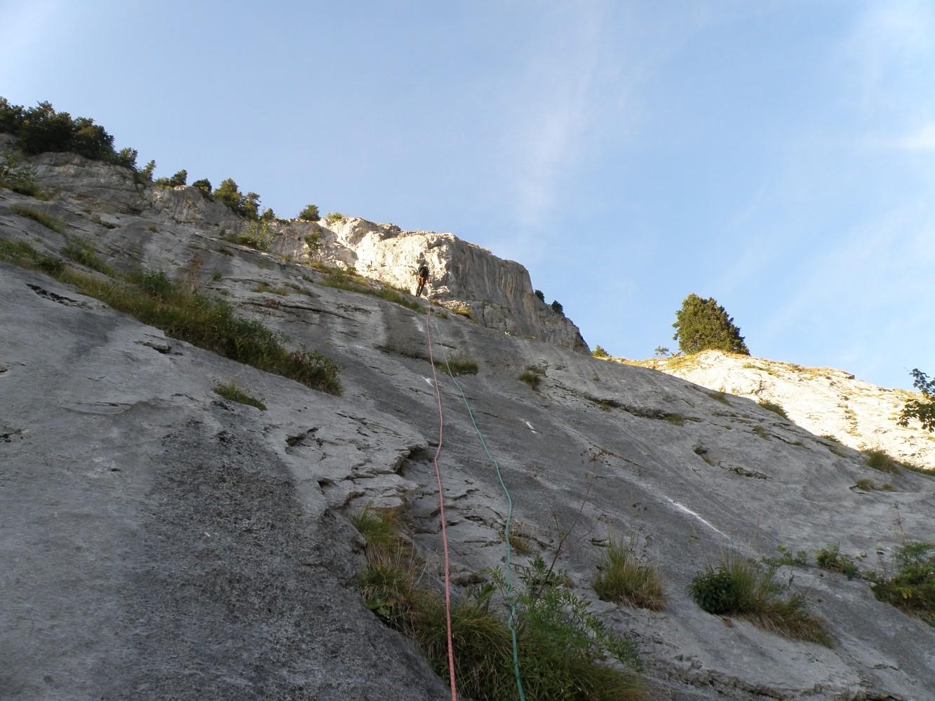 Ligne de Vie : L19 une belle longueur de 50 m sur une dalle bien abrasive ...