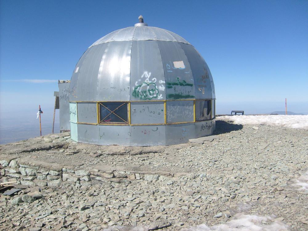 le refuge gratos du Toschal à 4000m pour s'acclimater au dessus de Téhéran