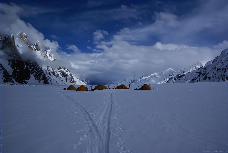 Camp sur le glacier du Biafo...