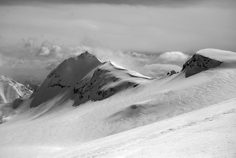 il Pizzo Canciano 3103 m visto dal Ghiacciaio dello Scalino da circa 3000 m.