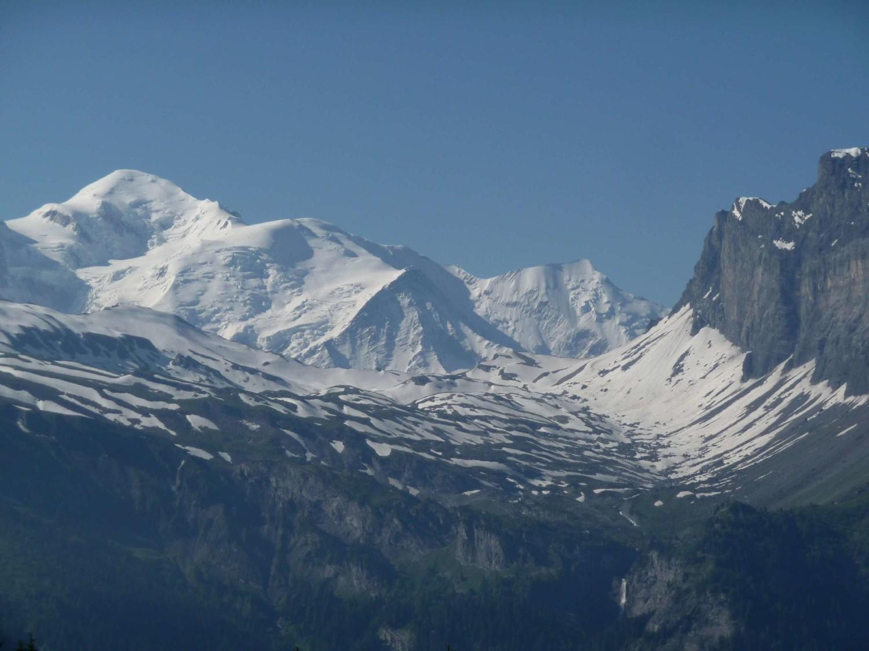 mont blanc et vallon d'anterne encore bien enneigé