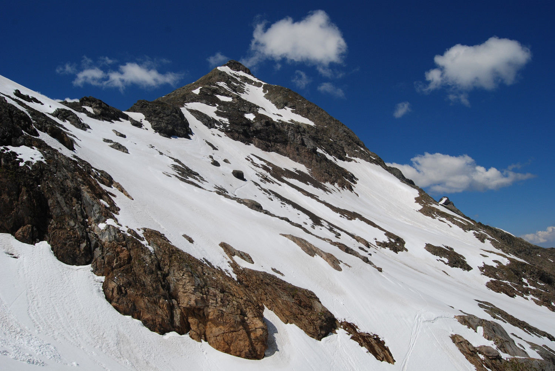 Il versante E del Pizzo del Diavolo di Malgina 2926 m dal Passo dell'Omo di Malgina 2621 m