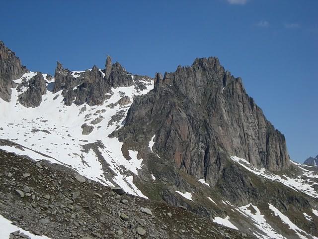 A droite, le Chli Bielenhorn, à gauche, les deux Chameaux (Kamele)