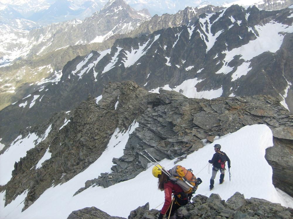 L'arête nord/ouest pour la descente, notez le cairn dessus à gauche