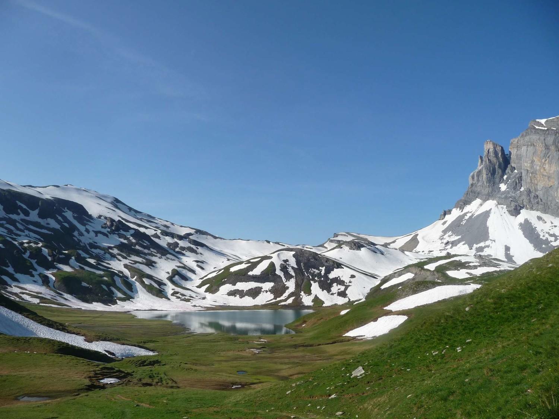 lac d'anterne et vallon montant au col
