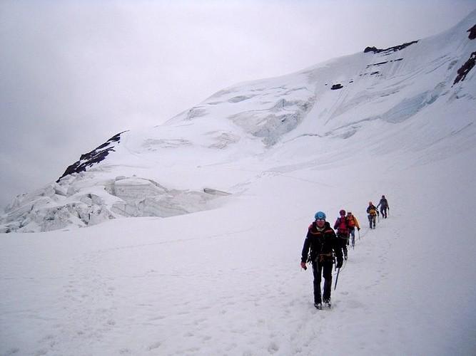 A la descente - Voie de montée à gauche depuis l'épaule rocheuse