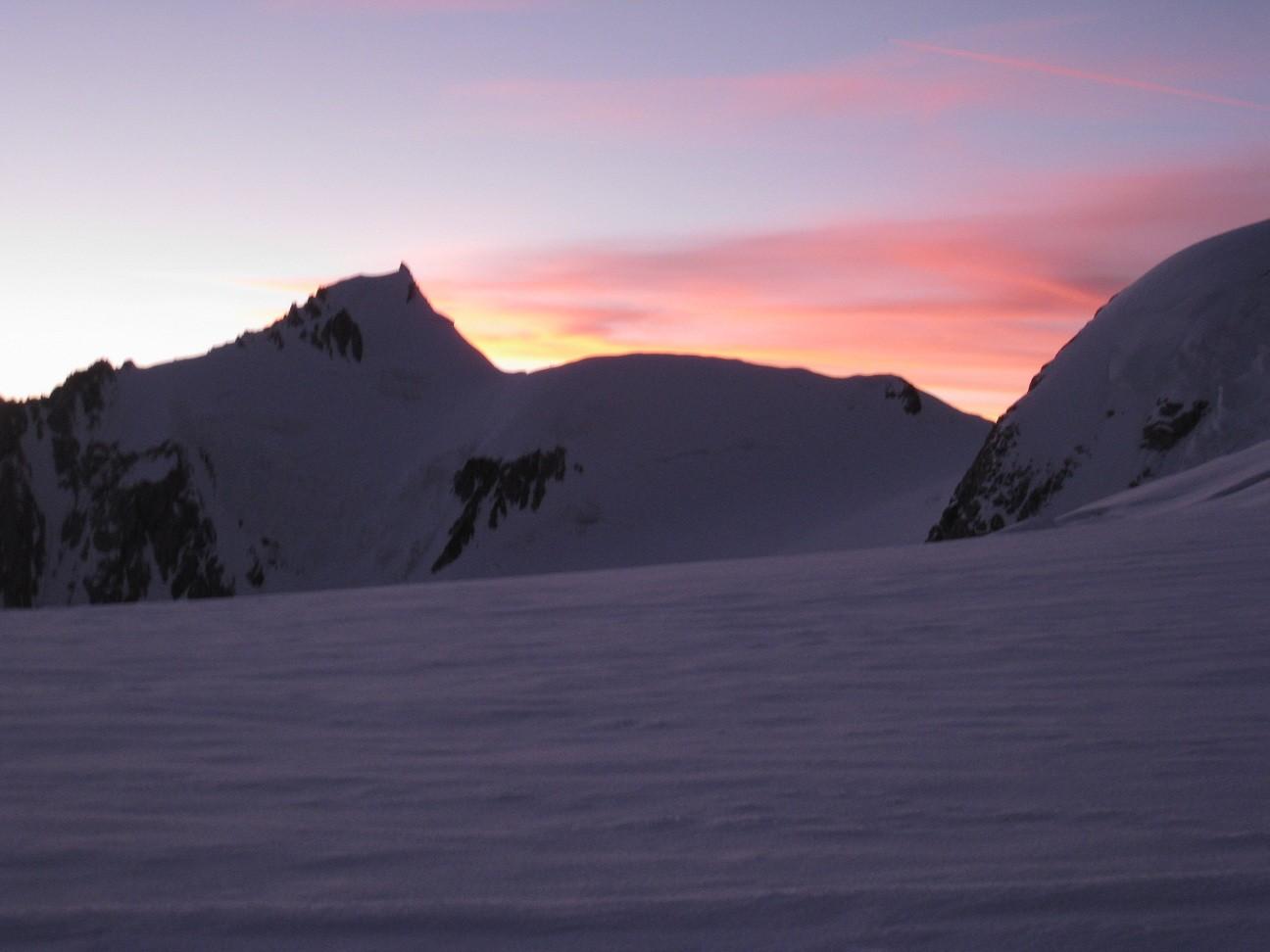 Maudit - col de Brenva -lever du soleil